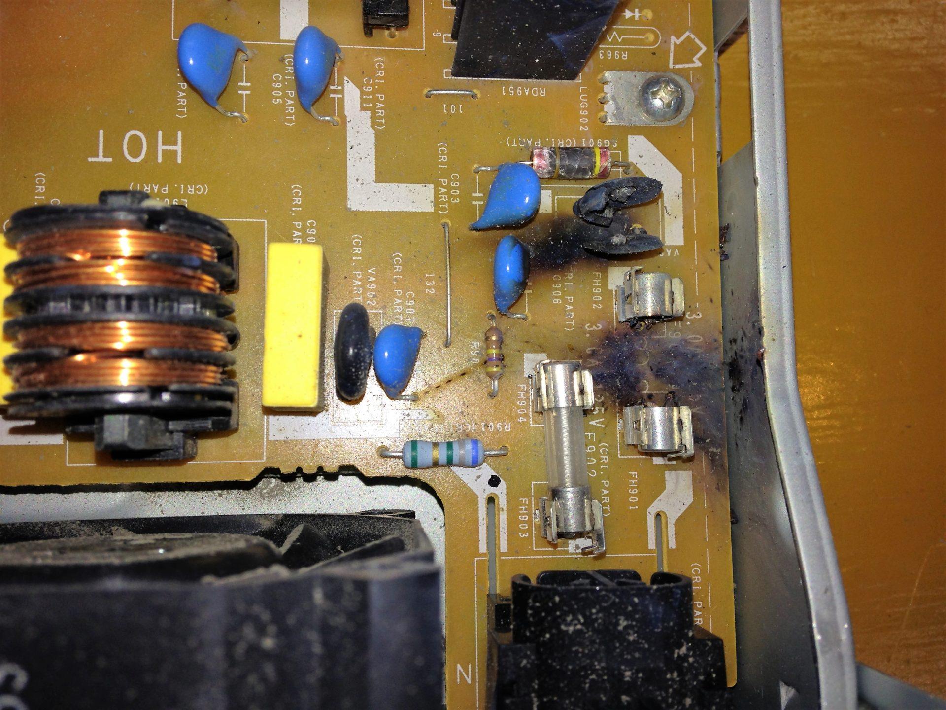 落雷で電源が入らない、ブルーレイディスクレコーダーの修理