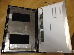 LenovoG580液晶の裏