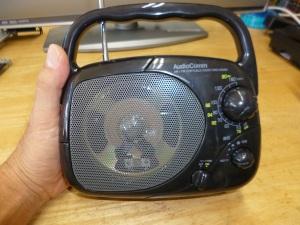 豊作ラジオ手に持つとこれくらい